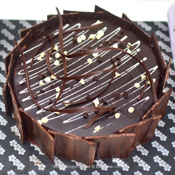 CHOCOLATE SLUDGE CAKE ( New) -1 KG (2.2 lbs) (With Flower Bunch) - Lassana Cakes - in Sri Lanka