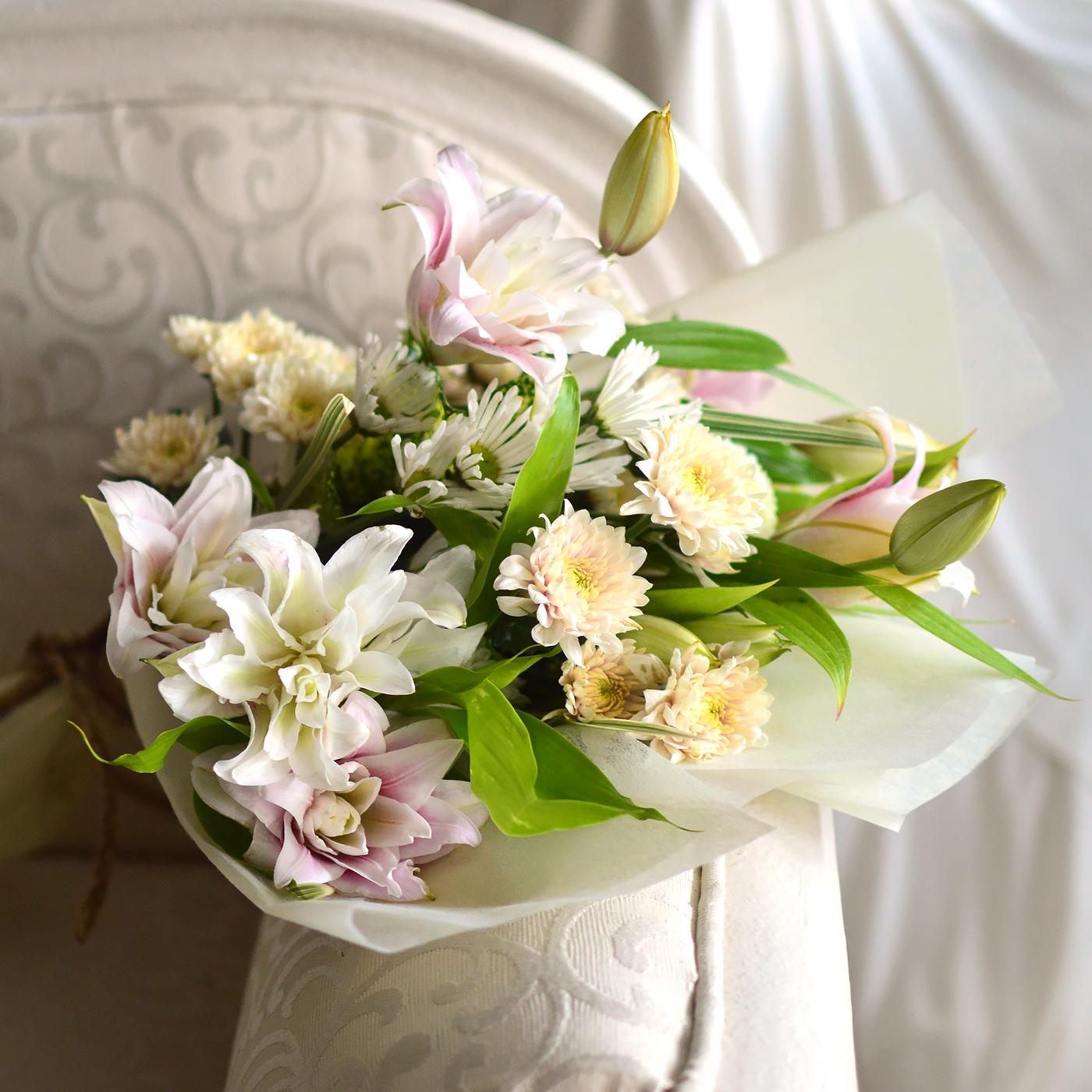 Debonair - Rose Lilies With Chrysanthemums (Bunch) - Birthday - in Sri Lanka